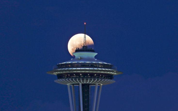 Luna şi Acul Spaţial 62 - Seattle, statul Washington, SUA