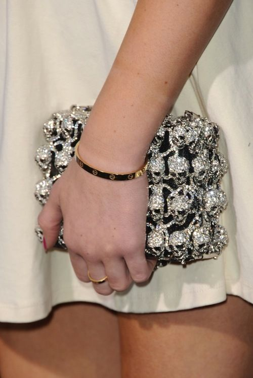 amazing: Skull Clutches, Alexander Mcqueen, Kyliejenner, Skull Purses, Cute Bracelets, Fall Fashion Trends, Bags, Bling Bling, Kylie Jenner