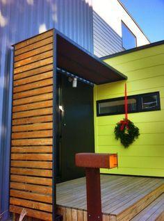 Toller Hauseingang mit Holz