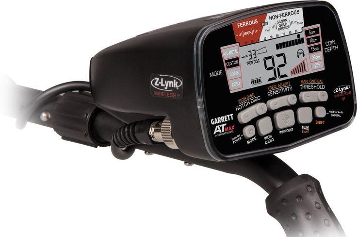 Detektor kovů Garrett AT MAX Inter. - Detektor kovů Garrett AT MAX je nejnovějším přírůstkem do rodiny prémiových detektorů kovů řady Garrett AT. Disponuje nejmodernější vestavěnou Z-Lynk technologií, což je integrovaný vysílač, který přenáší zvuk do sluc...
