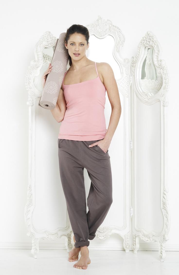 17 best yoga bekleidung f r frauen images on pinterest for women clothing and net shopping. Black Bedroom Furniture Sets. Home Design Ideas