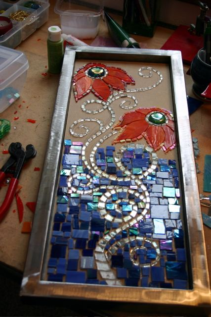 """""""All the tutorial you need Glass Mosaics by Anna Johanson Kickin Glass Mosaics"""" (Or glue some beads on a mirror or small window pane!)"""