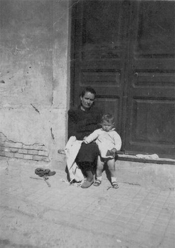 "Año de 1946 , Calle Andorra número 15 de Hospitalet de Llobregat (Barcelona)""."