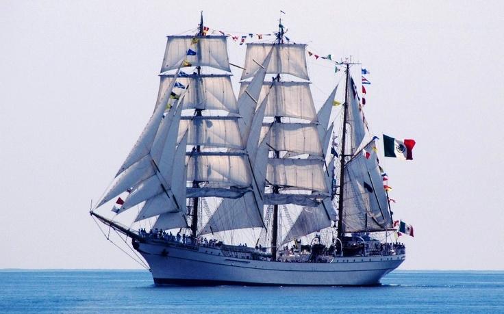 """ARM """"Cuauhtémoc"""" BE-01 – żaglowiec szkolny Marynarki Wojennej Republiki Meksyku. Trzymasztowy bark. W języku Indian zamieszkujących obszary Meksyku cuauhtemoc to spadający orzeł. Takie imię nosił ostatni władca Azteków, który wsławił się w walkach z hiszpańską konkwistą. To jego przedstawia piękny galion na dziobie żaglowca. """"Cuauhtemoc"""" stacjonuje w Vera Cruz na wschodnim wybrzeżu Meksyku albo w Acapulco na Pacyfiku. http://www.marynistyka.pl"""