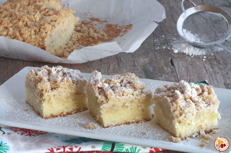 La New York-Style crumb cake è una torta deliziosa con una base morbida e uno strato superiore leggermente croccante, profumato di cannella.
