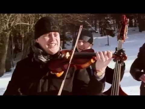 KOLLÁROVCI- Uprostred tichej noci (Vianočná koleda)