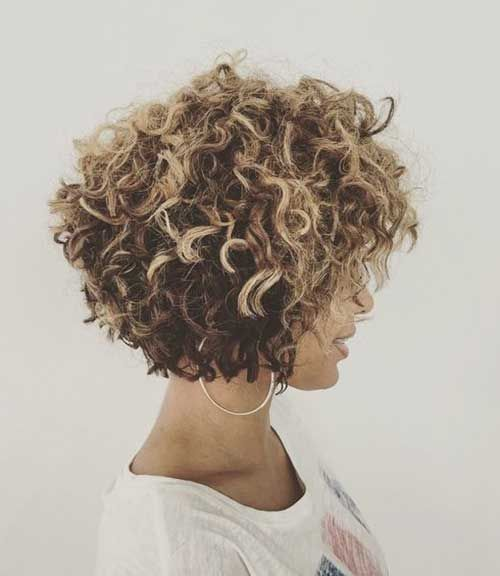 20 Curly Short Hairstyles for Pretty Ladies: #20. Blonde Highlighted Curly Bob