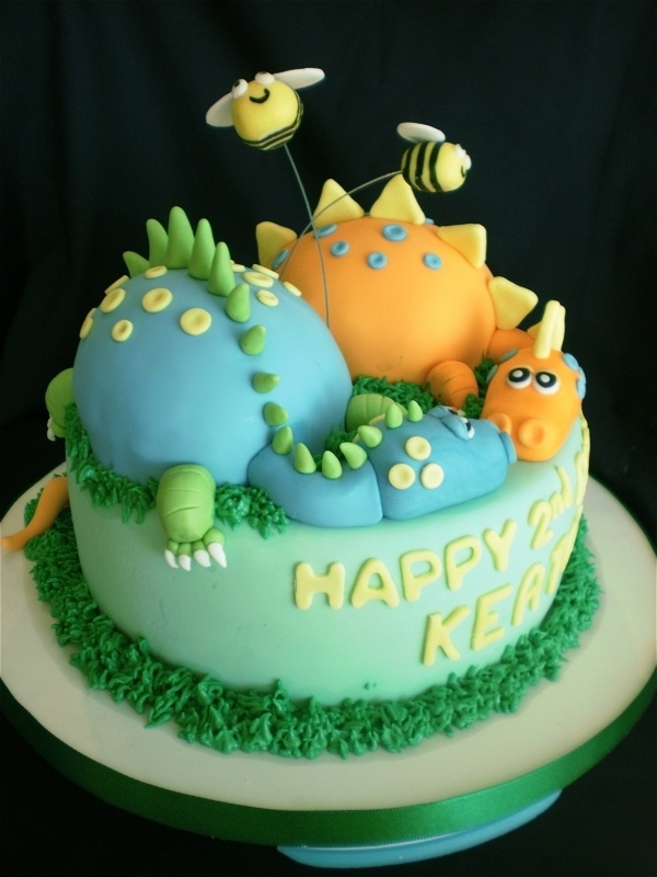 Decorating A Dinosaur Birthday Cake : 20 best images about Dinosaur decorations on Pinterest ...