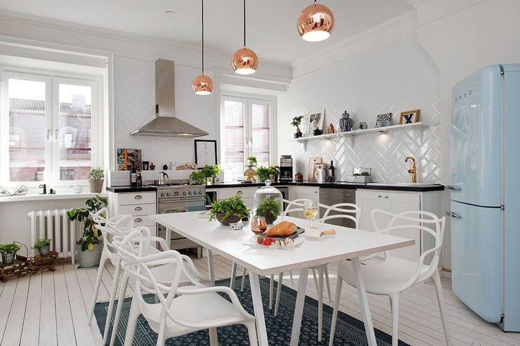 Alvhem Mäkleri & Interiör - kitchen : Salas de estar escandinavas por Magdalena Kosidlo