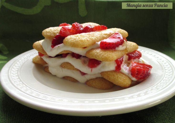 Un dessert che fa tanto primavera da preparare alla prima apparizione della frutta più allegra che ci sia: tiramisù pavesini e fragole