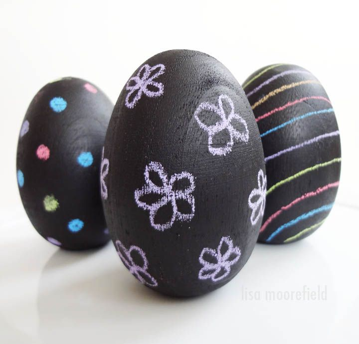 Chalkboard Easter Eggs--what a cool new spin on Easter egg decorating!