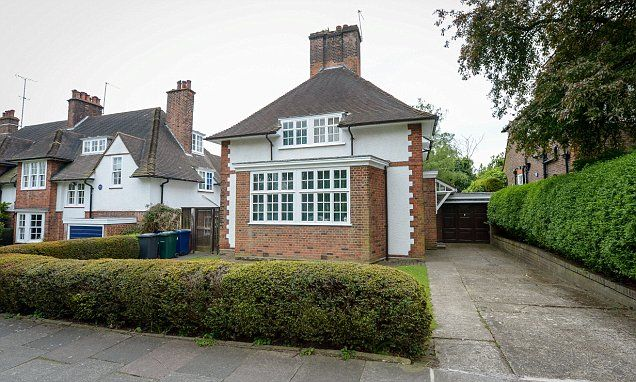 Prime Minister Harold Wilson's former home goes on sale