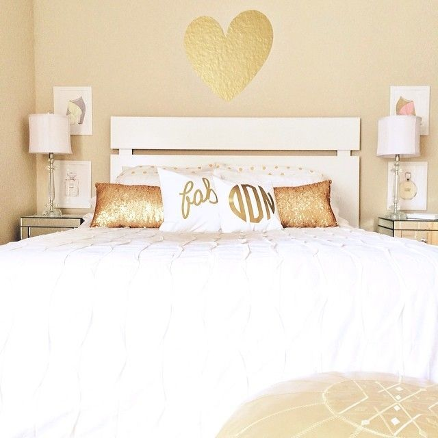 17 best ideas about white gold bedroom on pinterest apartment bedroom decor gold bedroom. Black Bedroom Furniture Sets. Home Design Ideas