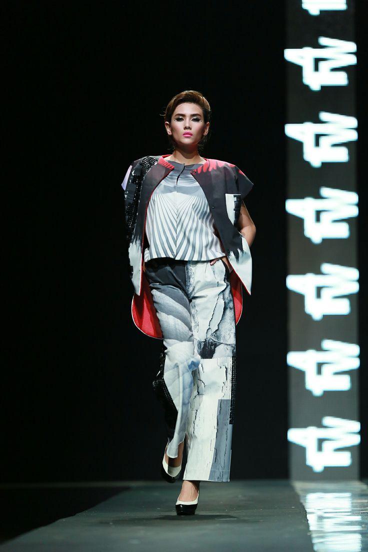 Vietnam Fashion Week FW14 - Ready to wear. Designer: Xuan Hao.  Photo: Thanh Dat