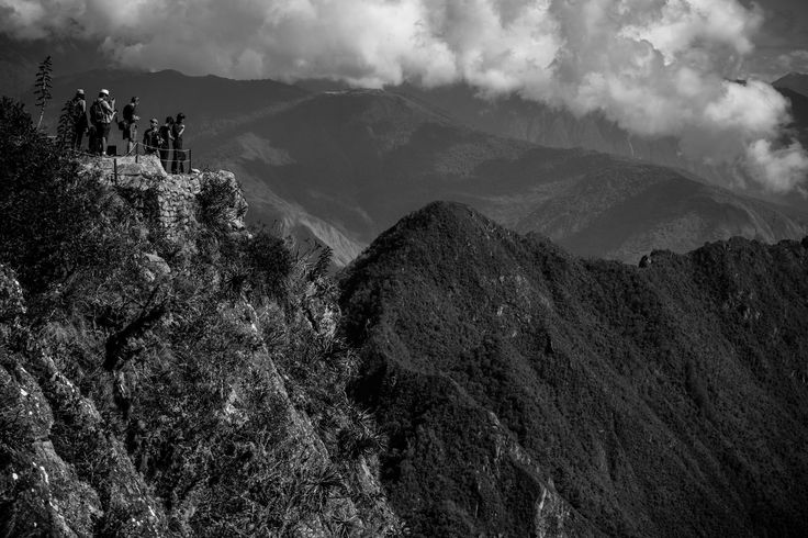 https://flic.kr/p/RAKcSa | Tourists On Top Of Machu Picchu Mountain (Cusco, Peru. Gustavo Thomas © 2016) | Turistas en lo alto de la montaña Machu Picchu / Tourists On Top Of Machu Picchu Mountain  (Cusco, Peru. #Photograph by Gustavo Thomas © 2016)