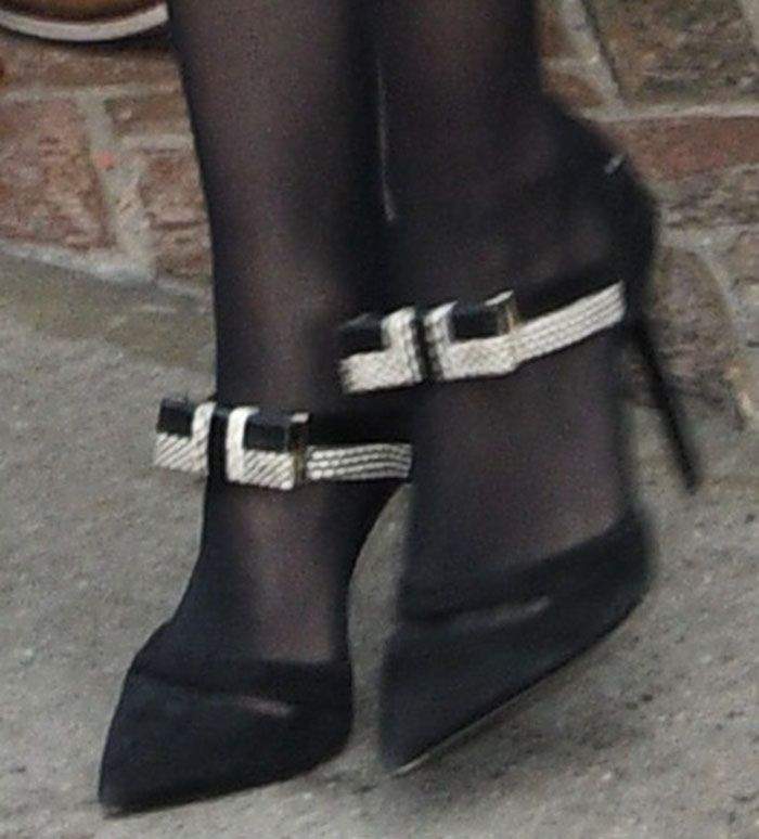 Jennifer Lawrence in Nicholas Kirkwood pumps