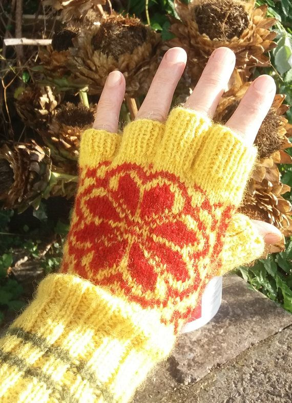 Half finger gloves handknitted in Norwegian wool