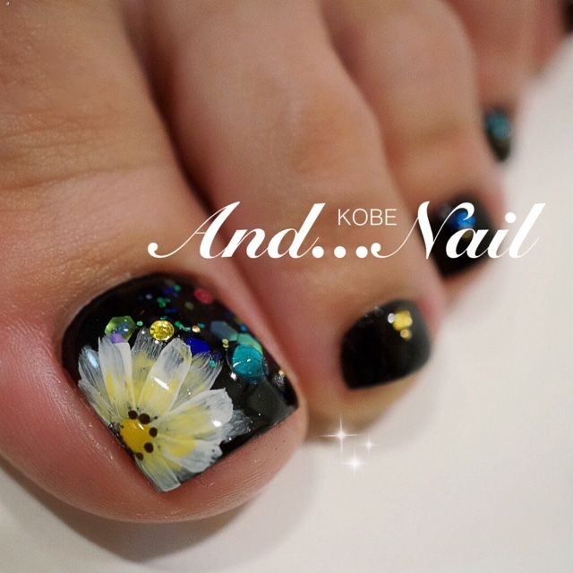 I THINK THAT THIS IS A CUTE NAIL DESIGN FOR THE TOES AND ALL YOU NEED IS THE FINGER NAILS TO MATCH THAT WOULD KICKING