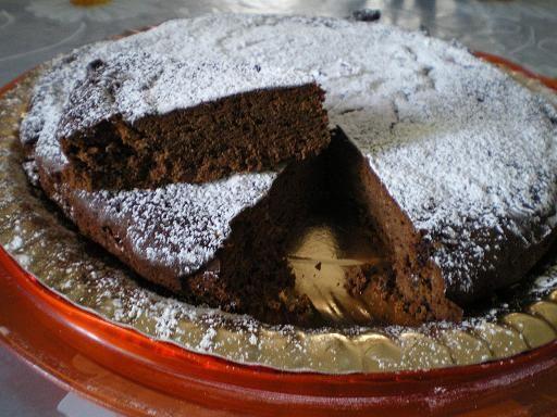 Torta+cioccolato+fondente+mandorle+e+nocciole