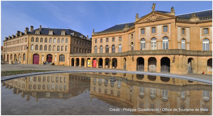 L'Opéra-Théâtre de Metz | Il s'agit du plus ancien opéra-théâtre en activité en France. Construit entre 1738 et 1752 son architecture est typique du 18e siècle. Les statues, représentant les muses et placées le long de la balustrade, sont l'oeuvre du messin Charles Pêtre en 1858.  Découvrez le en venant nous rendre visite :-) !