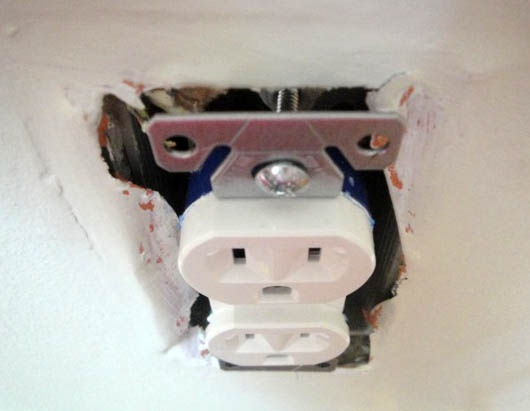 Changing Out an Old (UGLY) Outlet  Information worth knowing for any woman (okay, or man too).