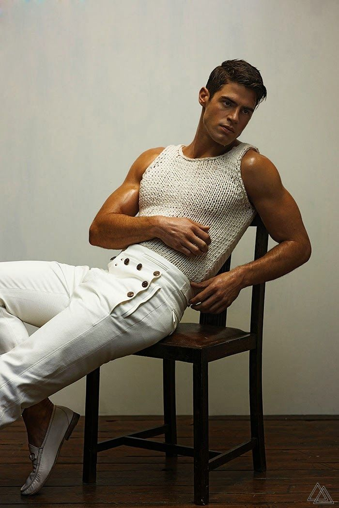 Chad White para OUT Magazine