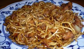 Chinese fried noodles with chicken
