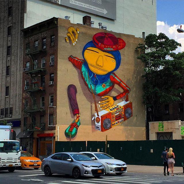 手机壳定制womens free   black OS Gemeos Pop Through Walls Downtown NYC Screens in Times Square and New Yorkers jump in for the fun ride Go to BrooklynStreetArt com for our coverage on today   s article including photos and video  osgemeos osgemeos tsqarts manhattan nyc streetart urbanart muralart timessquarearts video