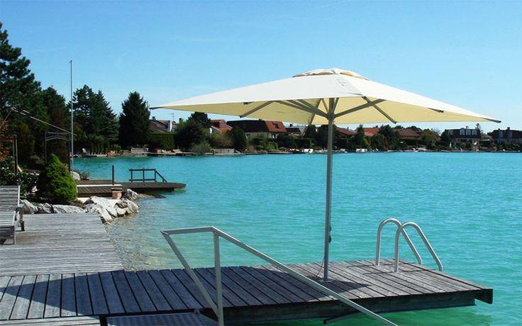 Solero Patio parasol aan het water http://www.parasols.nl/patio_tuinparasol.html