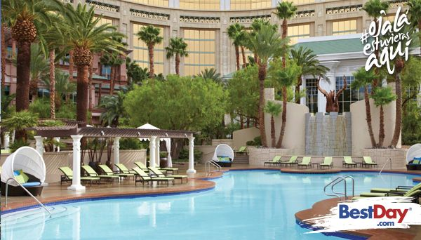 El Four Seasons Hotel de Vegas es un hotel de lujo situado en la ciudad. Pequeño, tranquilo y residencial, este hotel sin juegos de azar es un oasis de tranquilidad, relacionado a la emoción y el escenario de este hermoso lugar. Situado a unos pasos de la energía dinámica de la ciudad de Las Vegas, el Four Seasons Hotel Las Vegas es un enclave muy elegante que ofrece servicios altamente personalizados. #OjalaEstuvierasAqui