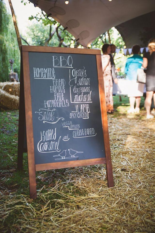 #bbq #barbecue #inspiratie #idee #zomer #bruiloft #zon #warm #trouwen #huwelijk #trouwdag #huwelijksdag #wedding #summer #sun #inspiration #idea | Trouwen op De Buurtboerderij Ons Genoegen | Photography: Liefdeskiekjes | ThePerfectWedding.nl