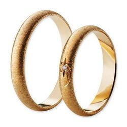 Classic Kihlasormus kultaa harjattu päälipinta timantilla (0.01ct) tai ilman Leveys: 3,5mm I Engagement ring Gold Brushed surface with or without diamond Width: 3,5mm