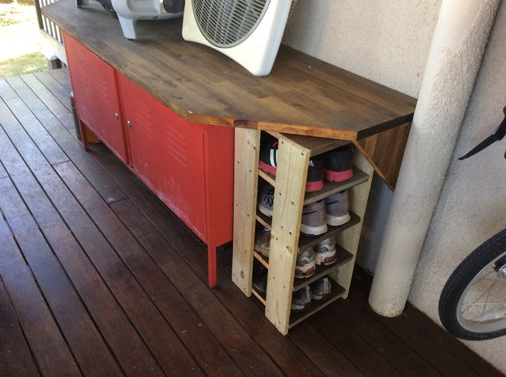 Shoe rack from left over fence palings and old pine shelves