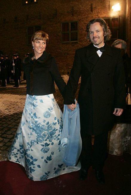 Prinsesse Märtha og Ari Behn ankommer middagen, kongens 70-årsdag 21.2.2007.