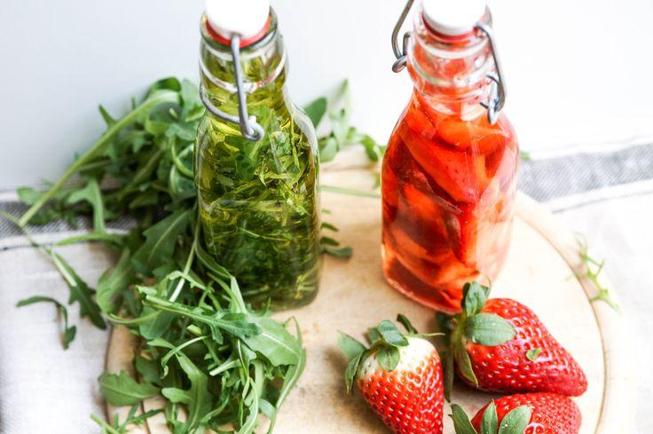 Erdbeeressig und Rucolaöl sind eine perfekte Kombination für Salate und Fisch! Mit diesen beiden Rezepten ist das Ostermitbringsel gesichert.
