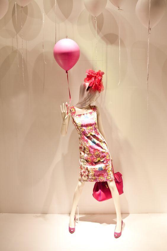 Enfeite de cabeça e balões para decorar