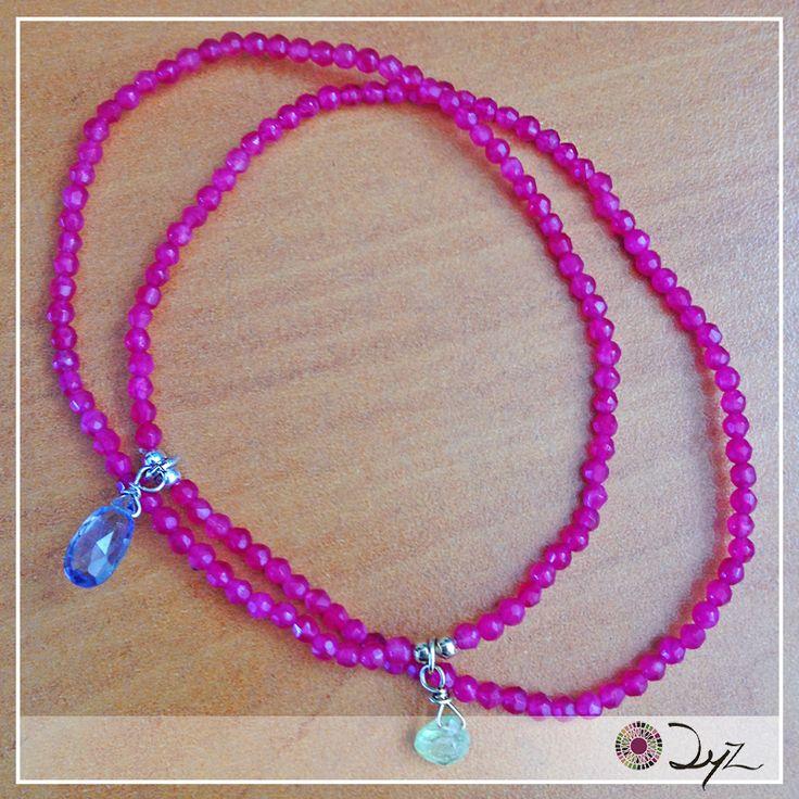 Estas pulseras de jade rubí, con una gota de piedra iolita y de piedra turmalina, ayudan a la meditación y protección de energías negativas.