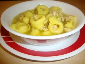 Chicken Tortellini Soup - See how we tweaked this recipe to include ALL pantry items.  It is SOOOO delicious!: Stables Chickentortellinisoup, Recipes Chicken, Shelf Stables, Food Storage, Soups Recipes, Tortellini Recipes, Pantries Recipes, Delight Tortellini, Chicken Tortellini Soups