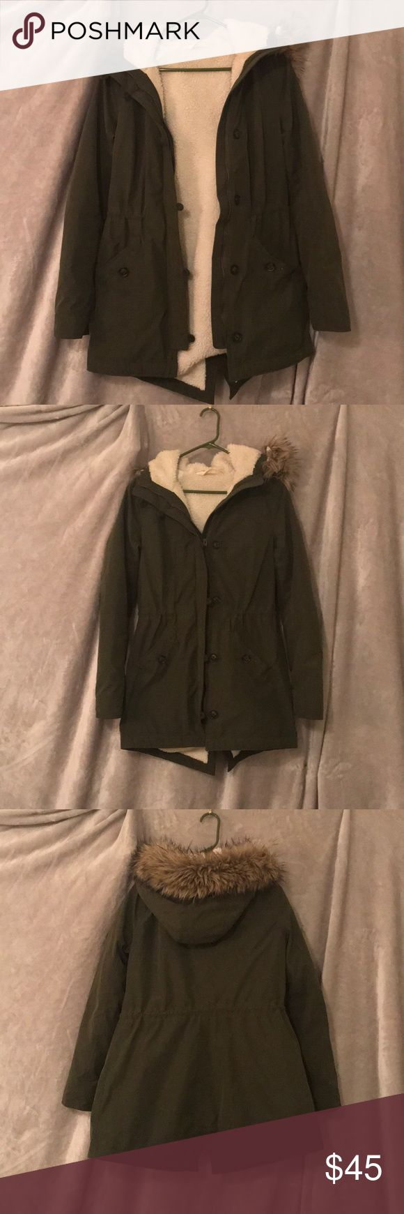Sherpa lined hollister parka Sherpa lined khaki green hollister parka woman's medium like new condition. Hooded with feathers. Fall/winter coat pairs cute with any outfit!!!! Hollister Jackets & Coats