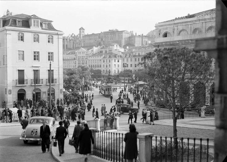 Largo do Chiado.Um passeio (em 90 fotos) na Lisboa antiga