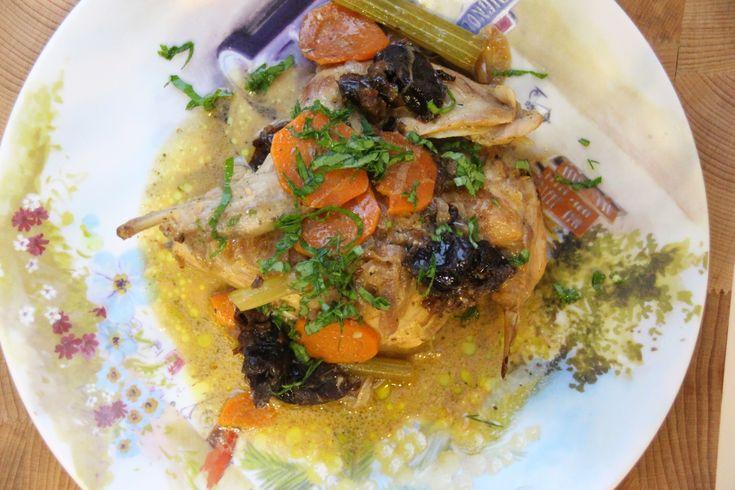 Кролик с черносливом в сметанном соусе | cooklikemary.ru