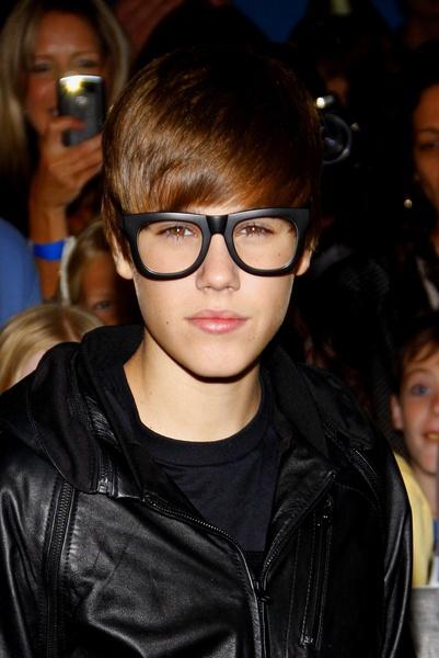 Justin Bieber - Geek Glasses