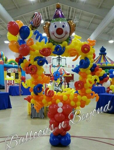balloon frame for a carnival theme