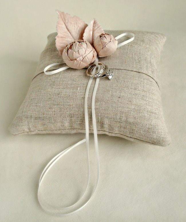 Linen, that quintessential warm weather fabric with its classic chic wink brings its special charm to this little linen ring bearer pillow. Blush silk dupioni blooms and hand dyed silk velvet leaves make it ceremony worthy. Completely handmade in the studio of course.Also available with ivory blooms if desired.Measures about 7 inches square (about 17-18 cm).***Please allow 4 weeks to ship from the studio***