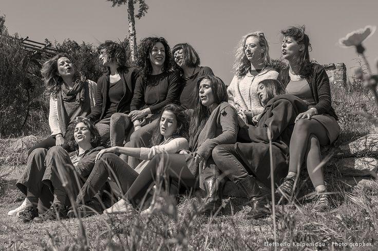 Documentary photography - real life reportage. Δέκα ξεχωριστές φωνές σ' ένα γυναικείο φωνητικό σύνολο, τις «Πλειάδες». Αναβιώνουν την πολυφωνική παράδοση κι αναζητούν άλλες μορφές πολυφωνίας στα Βαλκάνια.  Οι Πλειάδες μέσα από το φακό της φωτογράφου Ελευθερίας Καλπενίδου. #pleiades #vocal #vocalgroup #polyphonic #kalpenidouphotography #documantaryphotography, ηπειρώτικα, μουσική παράδοση, μουσικό σύνολο, παράδοση, παραδοσιακά τραγούδια, παραδοσιακή μουσική, Πλειάδες, πολυφωνικά, συγκρότημ...