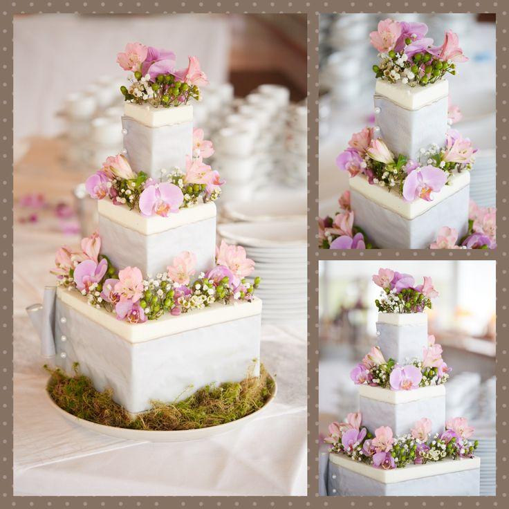 Wedding cake of flowers