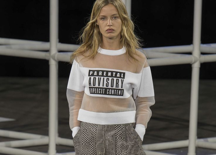 2014 İlkbahar Yaz Moda Trendleri: Sloganlar - http://pemberuj.net/arsiv/112074/2014-ilkbahar-yaz-moda-trendleri-sloganlar/