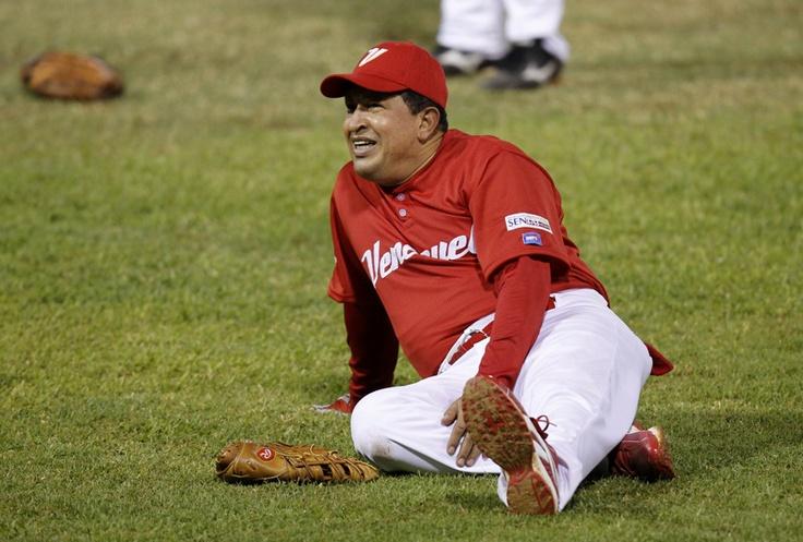 El presidente de Venezuela, Hugo Chávez, durante un partido de softbol amistoso entre equipos integrados por jugadores de la MLB el 11 de febrero de 2010. | Créditos: REUTERS / Jorge Silva / Archivo Cadena Capriles