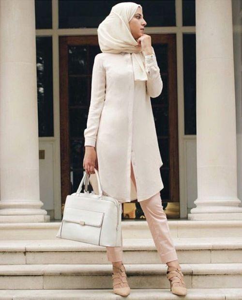 pastel long tunic hijab look- Hijab fashion magazine http://www.justtrendygirls.com/hijab-fashion-magazine/