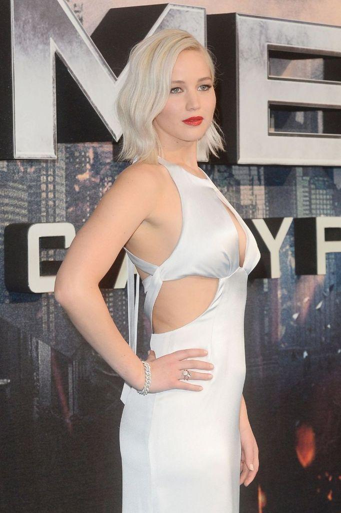 """Jennifer Lawrence – """"X-men Apocalypse"""" Premiere in London : Global Celebrtities (F) FunFunky.com"""